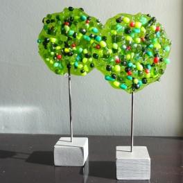 321. Træer. 2 stk. 15 cm. Grønne med røde bær.