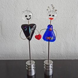 50808. Kærestepar. 13 cm. Blå kjole, rødt hjerte i hånden