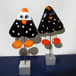 Høns, sorte med hvide prikker. 15 cm