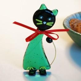 486. Kat. Transparent grøn med sort hoved, grønne knurhår.9,5 cm
