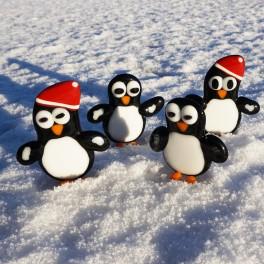 476. Pingvin. Ca. 8 cm høj. Med eller uden nissehue.