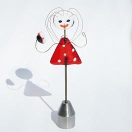 71003. Student . 13 cm. Rød kjole med hvide prikker . Rød studenterhue