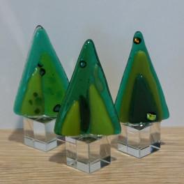424. Træ, grønt. Ca. 6 cm, på krystalfod