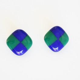 93301. Øreclips. 23 x 23 mm. Blå og grønternet