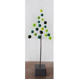 40802. Træ med grønne prikker.