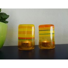 40705. Forårs-fyrfadsstager. Gule og orange striber. Måler 8 x 10 cm.