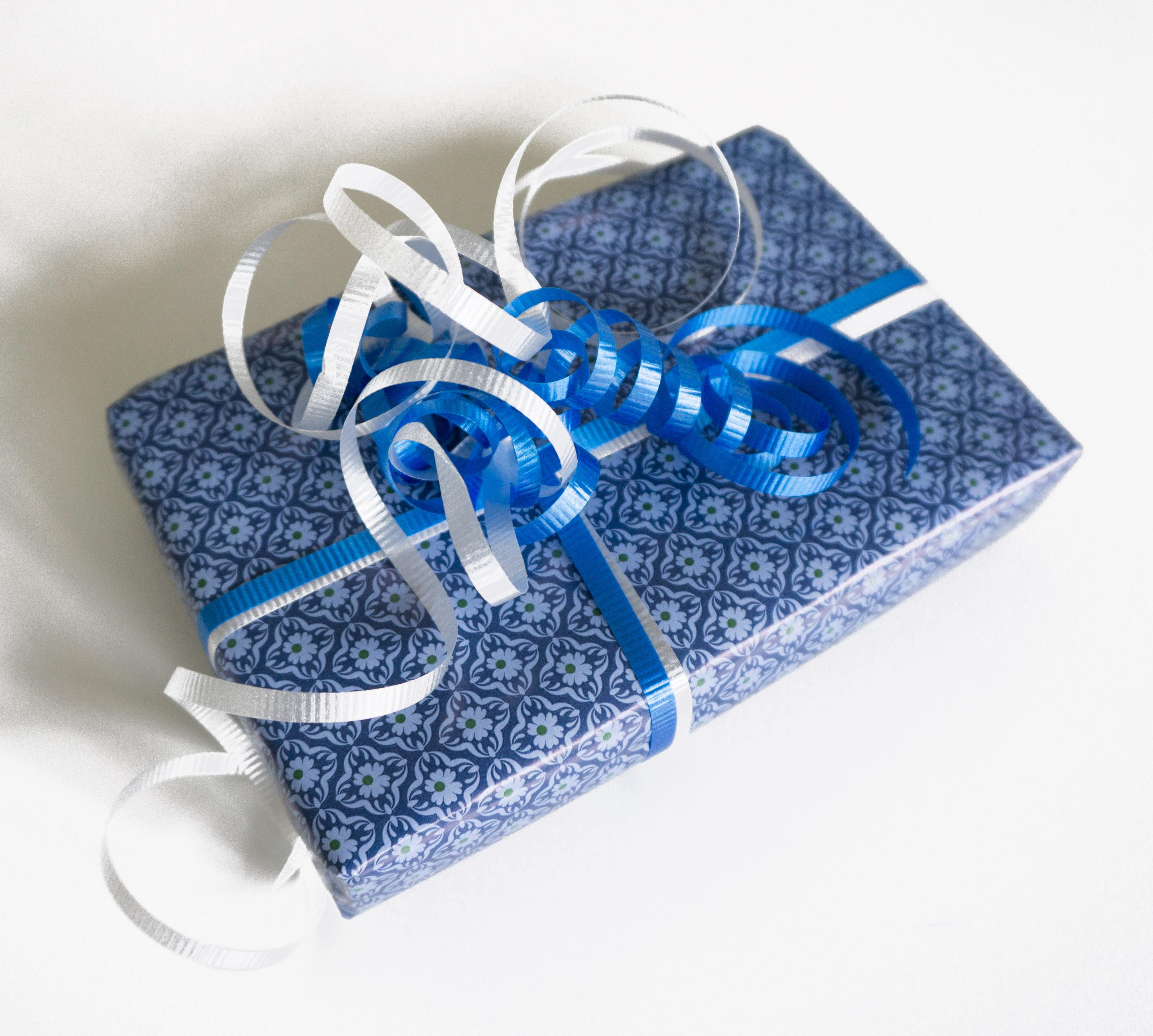 Gaveindpakning, blå.