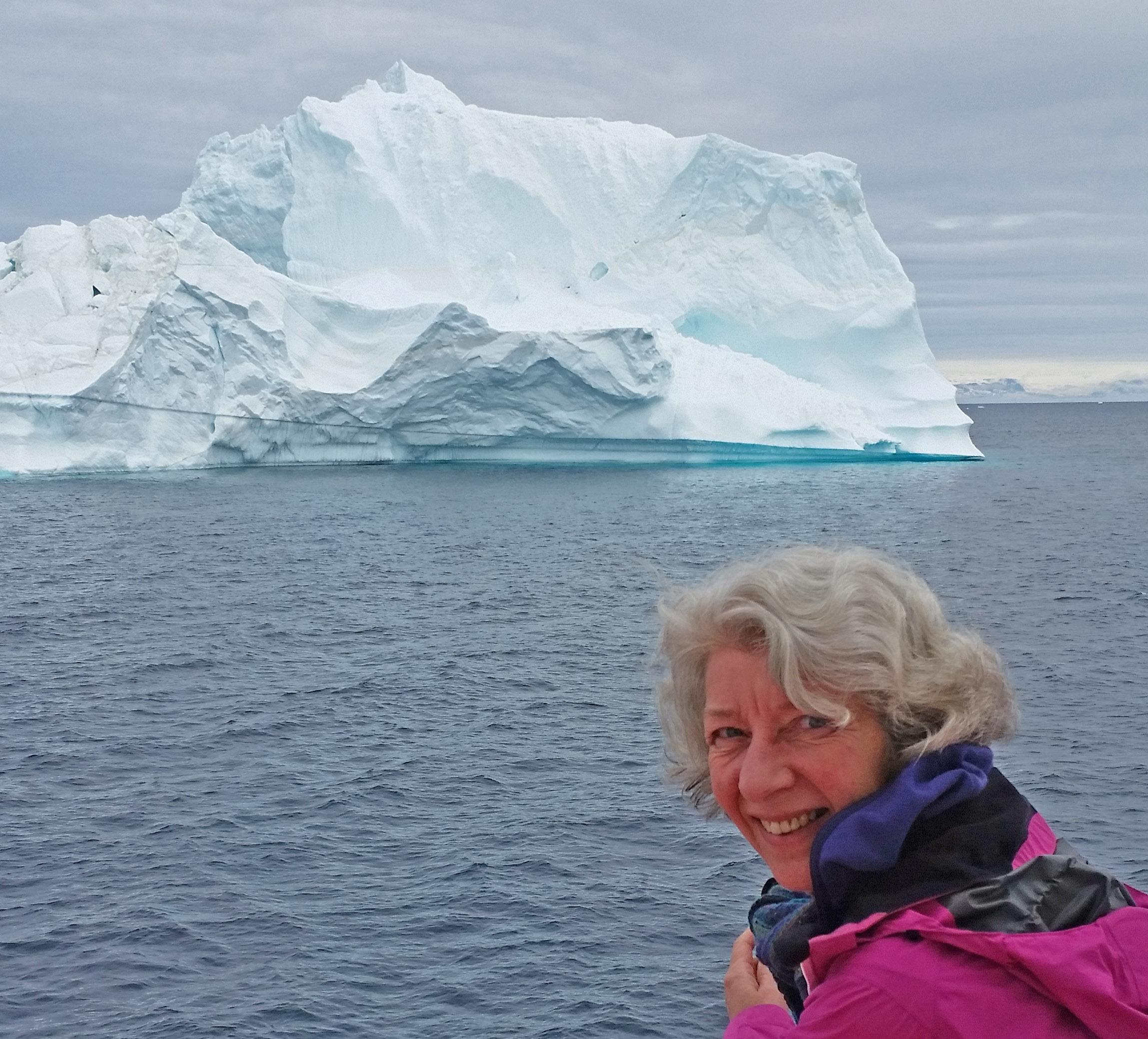 Gitte ved isbjerg